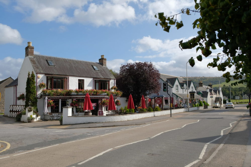 View of the Fiddlers Pub in Drumnadrochit